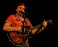 Milan Mareš zvládl kytaru i harmoniku
