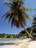Pláž Golden Sands u Calibishie, ostrov Dominika, Karibik