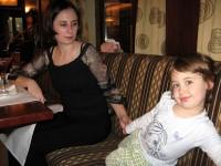 S mamkou v restauraci
