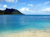 Průzračná voda ostrova Huahine