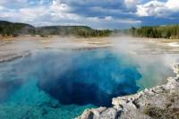 Voda v Yellowstonu je neskutečně průzračná