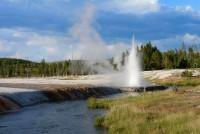V Národním parku Yellowstone se na každém kroku setkáte s gejzíry