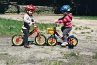 Koukejte na nás! Za chvíli už budeme s Terezkou lezdit na dospěláckém kole.