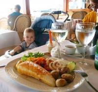 Mamka si dala chobotnici, táta rybu a já zase ty dětské kašičky