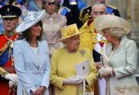 Matka Kate Middleton Carole, královna Alžběta II. a Camilla