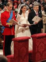 Princ William, Kate a otec Kate, Michael Middlet se modlí před oltářem