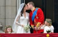 První novomanželské políbení Kate a Williama