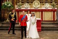 Svatební šaty pro Kate navrhla Sarah Burton