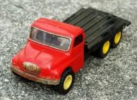 Kovový náklaďák