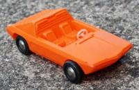 Oranžové auto z měkkého plastu