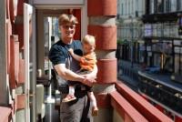 Tramvaje mě baví. Koukáme na ně do Vodičkovy ulice z balkónu cukrárny.