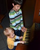 Malí muzikanti na harmoniku