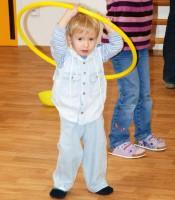 Nacvičuju tanec s obručí :o)