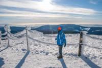 Výhledy směrem k Peci a Černé hoře