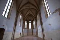 Majestátní interiéry kostela Anežského kláštera (klášter klarisek a minoritů)