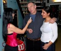 I když Ivan rozhovor zvládal sám, oporu sexy přítelkyně Lucie neodmítl