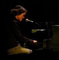 Jaroslava Daško Zemanová se při vystoupení doprovodila na klavír