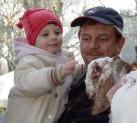 Herec Petr Čtvrtníček s dcerou Aničkou při křtu kozlíků búrských