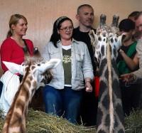 Při krmení žiraf s Petrem Fejkem