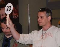 Filip Renč také několikrát zvedl své dražební číslo