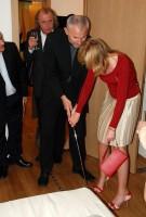 Štěpánka Duchková ukazuje Petru Fejkovi, jak se správně puttuje