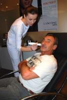 Pavel Zedníček při testování stavu své pokožky