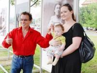 Osminásobný otec Jan Saudek s přítelkyní Pavlínou a synem Matějem