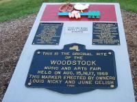 Pamětní tabule k 15. výročí Woodstocku