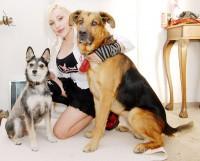 Berenika se svými psími miláčky Lištičkou a Gripíkem