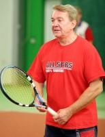 K Jiřímu Krampolovi tenisová raketa prostě patří
