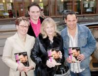 Dáša Radimovská, James Kent, Eva Pilarová a Pavel Vítek s knihou Walda žije!