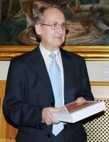 Docent Lubomír Tyllner s Národopisnou encyklopedií