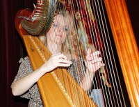 Harfenistka Zbyňka Šolcová