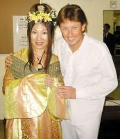 Pavel Kožíšek s japonskou moderátorkou v kimonu