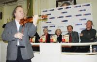 Přítomné oblažil hrou na housle Václav Hudeček