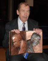 Václav Havel získal cenu Karla Čapka