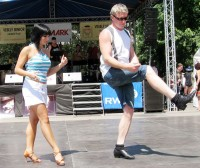 Veselý senior přivítal první letní neděli tancem