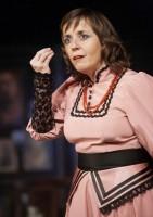 Barbora Hrzánová jako slečna Agáta Tichonovna Kuperďaginová (Autor: Majka Votavová)