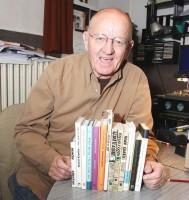 Rudolf Křesťan se svými knihami