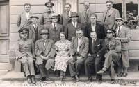 Účastníci kurzu autoškoly v Davli. Zcela vpravo fotograf Josef Dvořák. (Autor: Josef Dvořák)