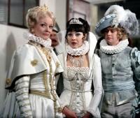 Královna, princezna Xenie a princ Vilibald ze seriálu Arabela
