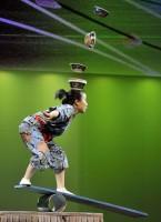 Čínská akrobacie a učení feng-shui v programu Čínského národního cirkusu