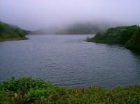 Freshwater Lake zahalené v mlze