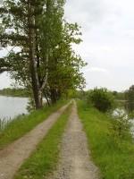 Cyklisté trasy kolem rybníků