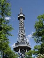 Petřínská rozhledna napodobuje Eiffelovku v Paříži