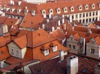 Typické prejzové střechy na Malé Straně