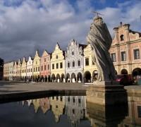 Telčské náměstí s měšťanskými domy