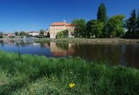 Poděbradský zámek přes řeku Labe