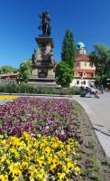 Jiřího náměstí s jezdeckou sochou Jiřího z Poděbrad a zámkem