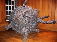V Saatchi Gallery se připravte na všechno - třeba skulpturu z mrtvých potkanů